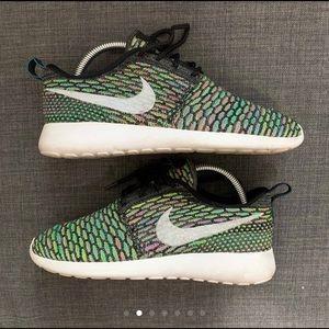 Women's Nike Roshe Run Multi-Color Flyknit Sz7